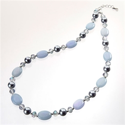 Collier de pierres bleues