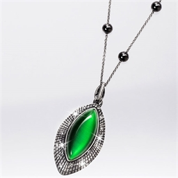 Pendentif magnétique Navette vert + chaîne